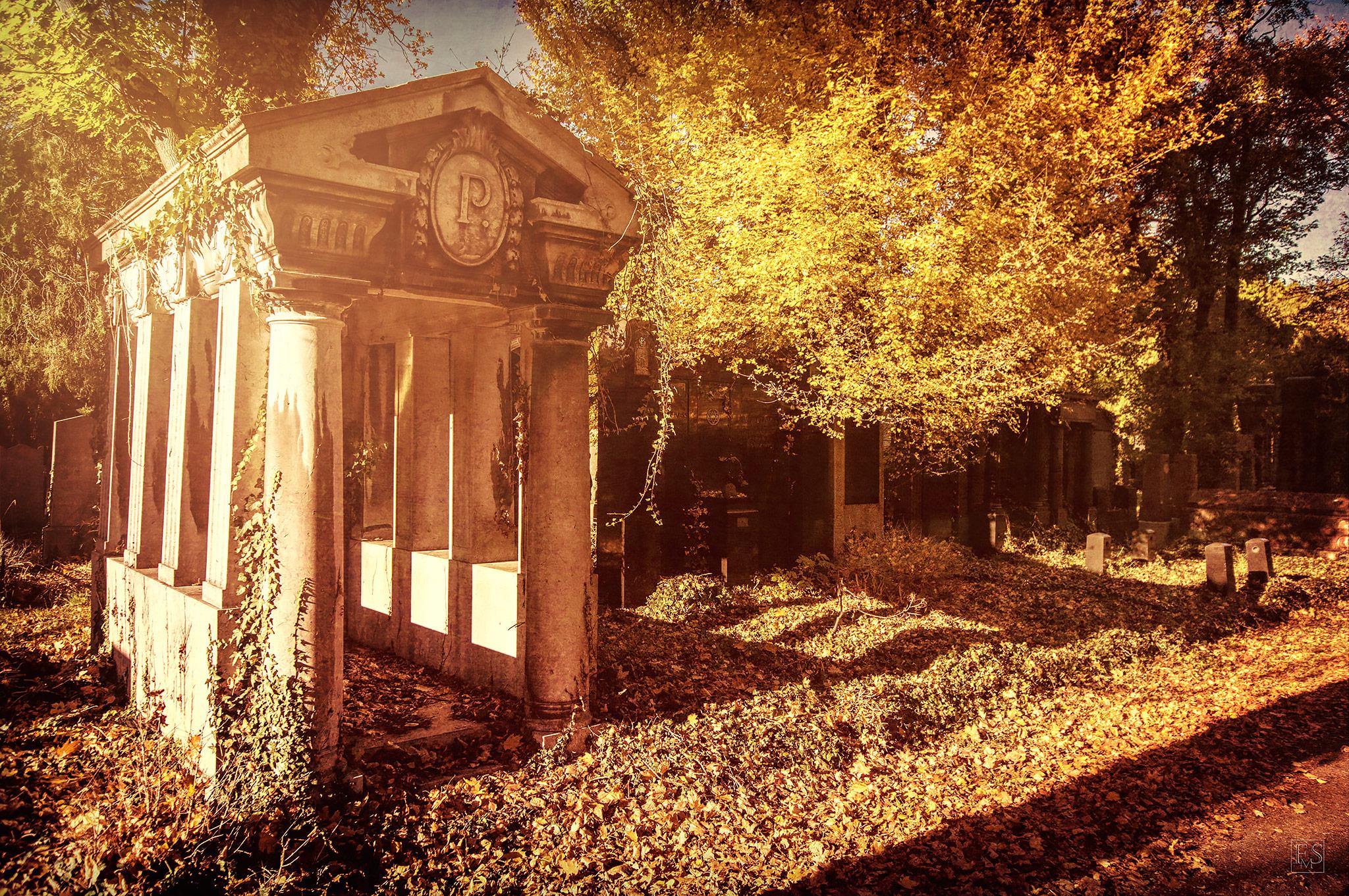 Herbstliche Gruft